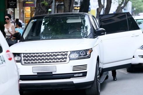 Ngọc Trinh đi xe 8 tỷ mới sắm trước ngày lên đường dự Victoria's Secret - anh 4