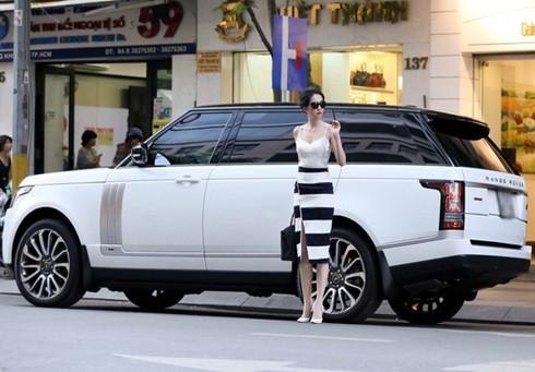 Ngọc Trinh đi xe 8 tỷ mới sắm trước ngày lên đường dự Victoria's Secret - anh 5