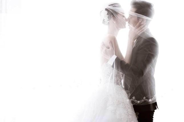 Nhịp đập showbiz: Lê Thúy Kết hôn vào 1/1, Kỳ Duyên gây náo loạn... - anh 6