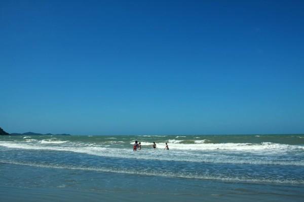 Khám phá những bãi biển hoang sơ, tuyệt đẹp cho dịp lễ 30/4-1/5 sắp tới - anh 1