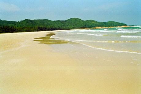 Khám phá những bãi biển hoang sơ, tuyệt đẹp cho dịp lễ 30/4-1/5 sắp tới - anh 2