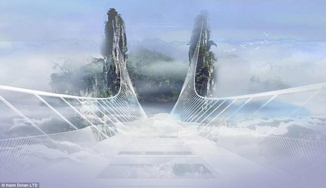 Ngắm cây cầu bằng kính cao nhất thế giới ở Trung Quốc - anh 4