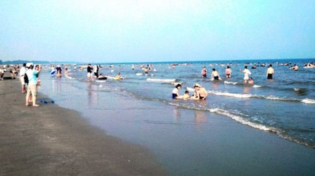 Đến Quảng Ninh ngắm vẻ đẹp biển Trà Cổ - anh 4