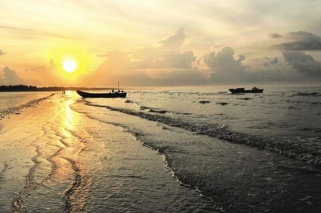 Đến Quảng Ninh ngắm vẻ đẹp biển Trà Cổ - anh 5