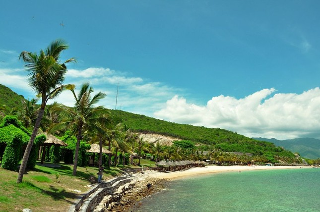 """Đến Hòn Tằm chiêm ngưỡng vẻ đẹp của """"đảo xanh"""" giữa Vịnh Nha Trang - anh 3"""
