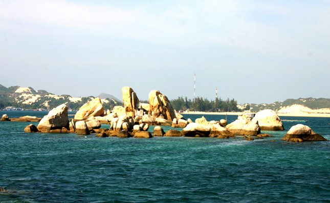 """Đến Hòn Tằm chiêm ngưỡng vẻ đẹp của """"đảo xanh"""" giữa Vịnh Nha Trang - anh 4"""