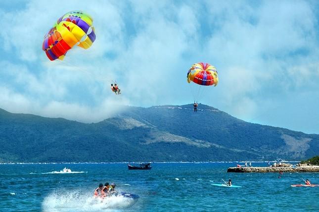 """Đến Hòn Tằm chiêm ngưỡng vẻ đẹp của """"đảo xanh"""" giữa Vịnh Nha Trang - anh 6"""