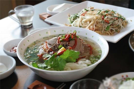 Điểm danh những quán đồ ăn Việt nổi tiếng tại xứ sở kim chi - anh 2
