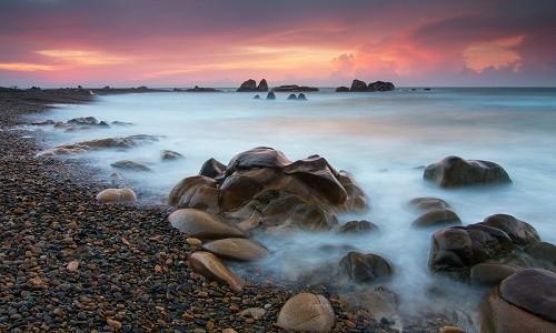 Ngắm bãi đá 7 màu tuyệt đẹp tại Cổ Thạch - anh 1