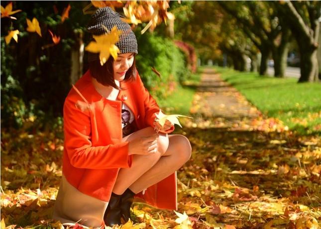 Vân Trang đẹp rạng ngời với phong cảnh mùa thu nước Úc - anh 1