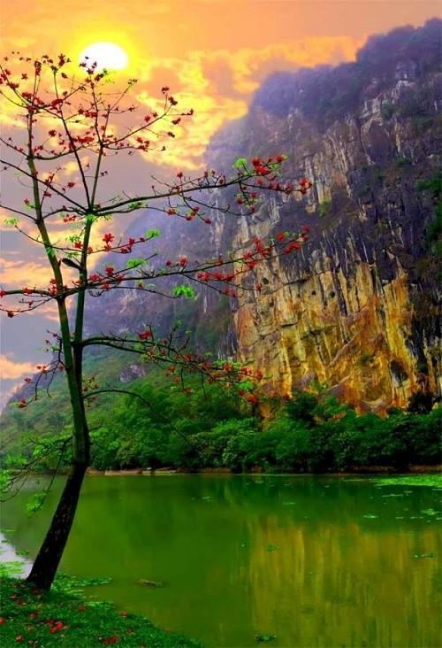 Về miền Hương Sơn chiêm ngưỡng vẻ đẹp thanh tịnh hiếm có - anh 1