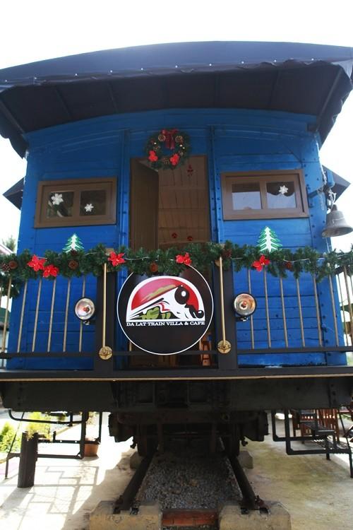 Trải nghiệm quán cà phê hơn 100 tuổi trên toa tàu tại Đà Lạt - anh 1
