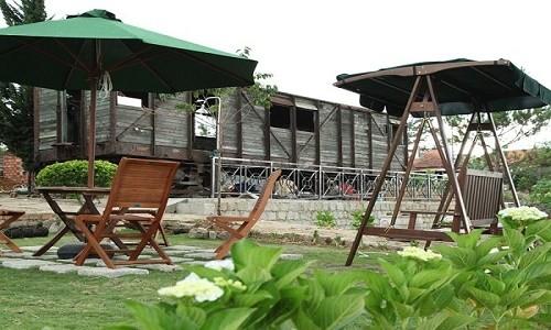 Trải nghiệm quán cà phê hơn 100 tuổi trên toa tàu tại Đà Lạt - anh 10