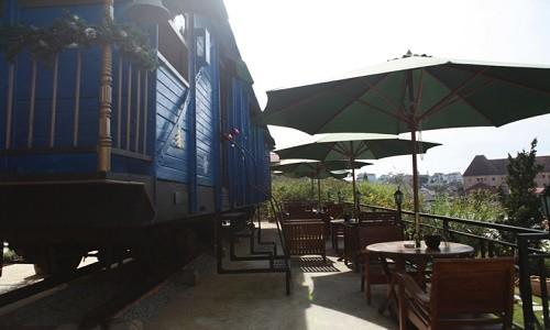 Trải nghiệm quán cà phê hơn 100 tuổi trên toa tàu tại Đà Lạt - anh 2