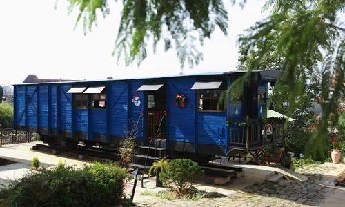 Trải nghiệm quán cà phê hơn 100 tuổi trên toa tàu tại Đà Lạt - anh 3