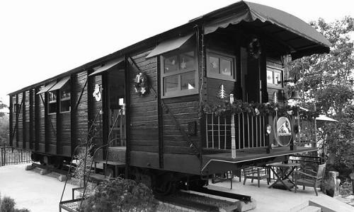Trải nghiệm quán cà phê hơn 100 tuổi trên toa tàu tại Đà Lạt - anh 6