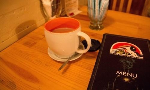 Trải nghiệm quán cà phê hơn 100 tuổi trên toa tàu tại Đà Lạt - anh 9