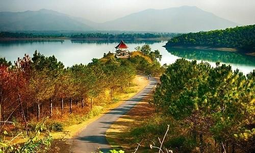 Chiêm ngưỡng vẻ đẹp hồ T'nưng - hồ nước ngọt lớn nhất Tây Nguyên - anh 1