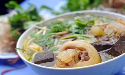 Những món Huế ăn hoài không chán ở chốn Hà Thành - anh 1