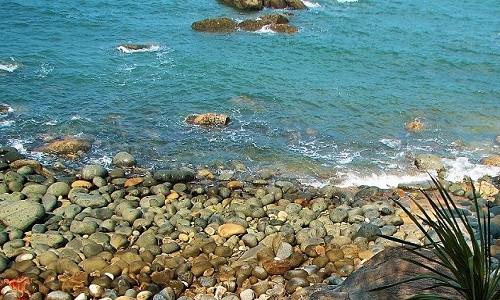 Ghé Bình Định thả mình trong làn nước trong xanh của bãi tắm Hoàng Hậu - anh 2