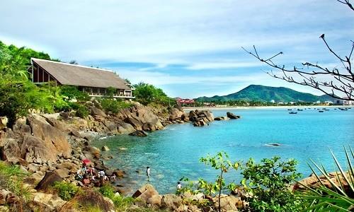 Ghé Bình Định thả mình trong làn nước trong xanh của bãi tắm Hoàng Hậu - anh 5