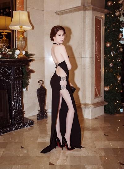 Ngọc Trinh diện váy táo bạo trên thảm đỏ sự kiện ở Hàn Quốc - anh 1