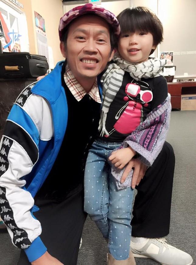 Danh hài Hoài Linh nhận con gái Thúy Nga làm con nuôi - anh 1