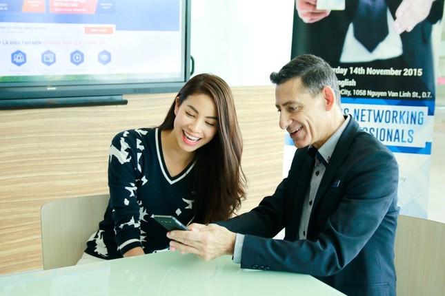 Phạm Hương mang sen vàng sang Mỹ dự thi Hoa hậu Hoàn vũ 2015 - anh 7