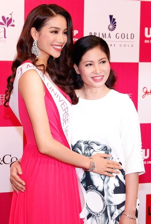 Phạm Hương mang sen vàng sang Mỹ dự thi Hoa hậu Hoàn vũ 2015 - anh 2