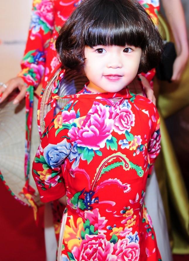 Danh hài Hoài Linh nhận con gái Thúy Nga làm con nuôi - anh 5