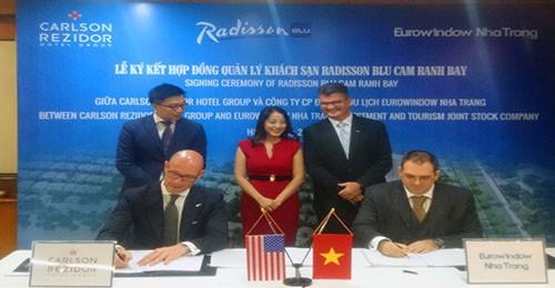 Eurowindow Nha Trang ký hợp đồng quản lý khách sạn Radisson Blu Cam Ranh Bay với Carlson Rezidor Hotel Group - anh 1