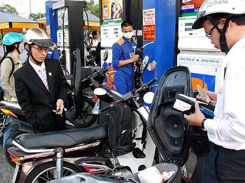Giá xăng sẽ giảm 700 – 800 đồng/lít? - anh 1