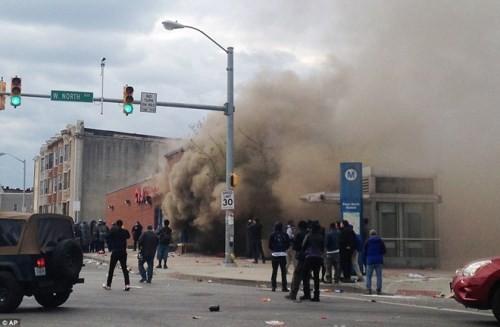 Mỹ: Thống đốc bang Maryland ban bố tình trạng khẩn cấp ở Baltimore - anh 1
