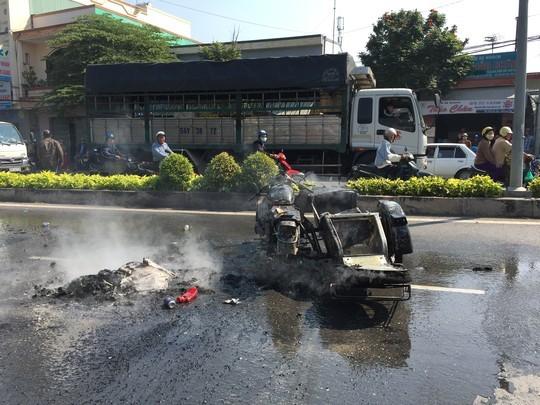 Tiền Giang: Mô tô dẫn đoàn đua phát nổ một người bị thương - anh 1