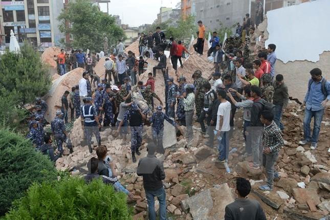 Thảm họa động đất khiến ít nhất 449 người thiệt mạng tại Nepal - anh 1