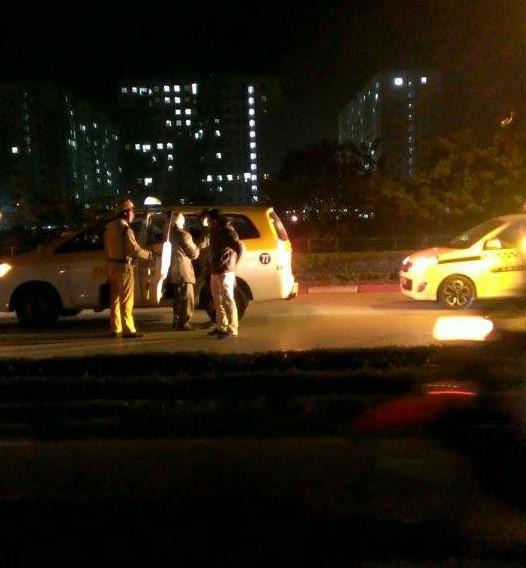 Nam thanh niên ngã xe bất tỉnh tại chân cầu Thăng Long - anh 2