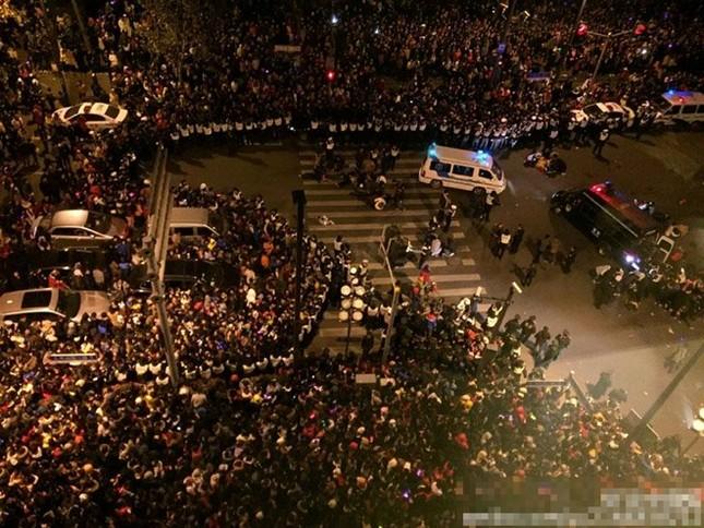 Trung Quốc: 35 người chết do giẫm đạp trong lễ đón Năm mới 2015 - anh 1