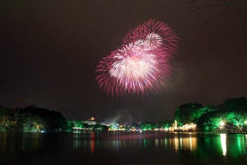 Những vị trí đẹp để xem bắn pháo hoa ở Hà Nội - anh 1