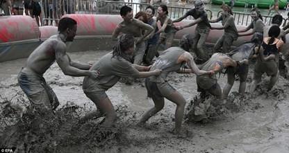 """""""Cười bể bụng"""" với lễ hội tắm bùn Boryeong - Hàn Quốc - anh 1"""