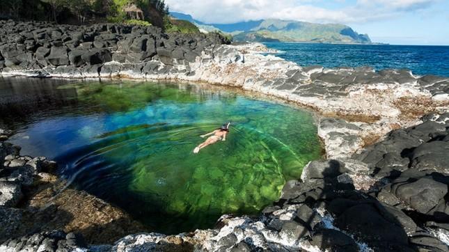 """Mê mẩn trước vẻ đẹp """"đốn tim"""" du khách cuả bể bơi đẹp nhất Hawaii - anh 2"""