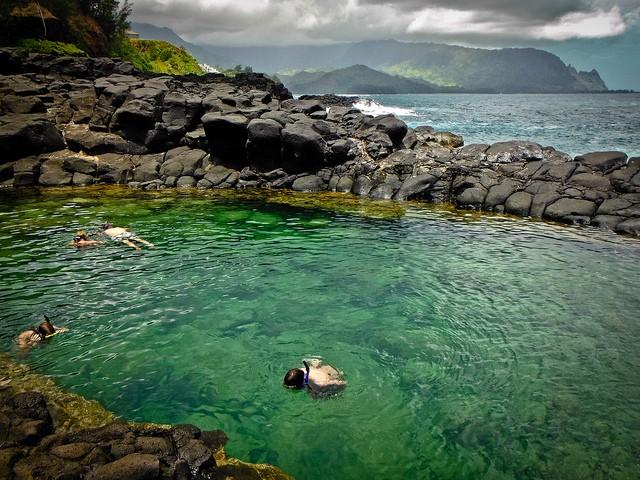 """Mê mẩn trước vẻ đẹp """"đốn tim"""" du khách cuả bể bơi đẹp nhất Hawaii - anh 4"""