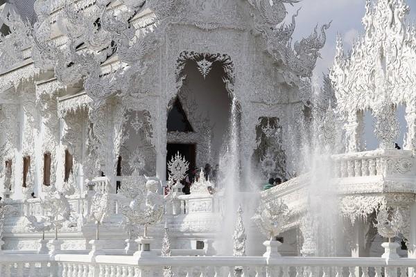 Chiêm ngưỡng vẻ đẹp kỳ ảo của ngôi đền trắng độc đáo ở Thái Lan - anh 7