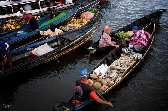 Điểm danh những chợ nổi đẹp nhất Châu Á - anh 7