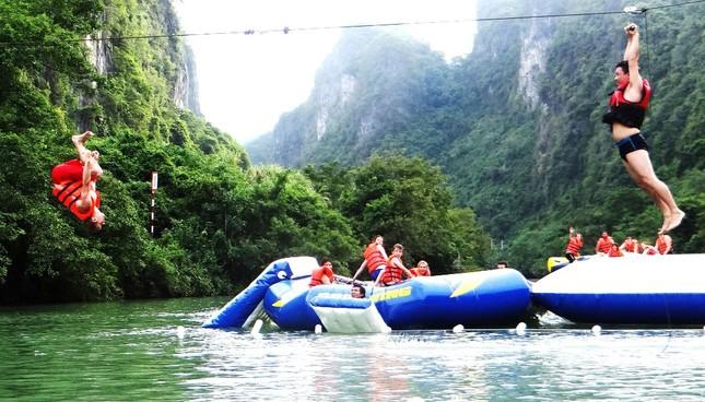 Khám phá vẻ đẹp Phong Nha - Kẻ Bàng qua dịch vụ đu dây trên không zip-line - anh 4