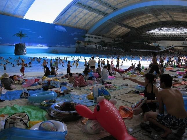 Ngỡ ngàng trước bãi biển nhân tạo lớn nhất Nhật Bản - anh 5