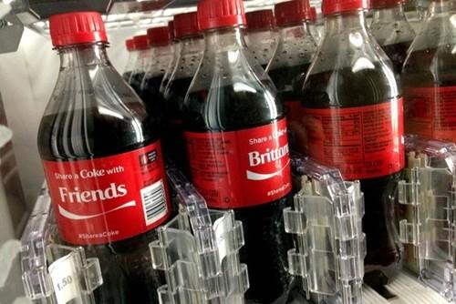 Coca Cola bội thu nhờ dịch vụ in tên lên nhãn chai - anh 1