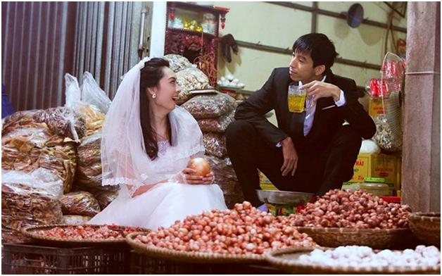 """Cư dân mạng """"phát sốt"""" với bộ ảnh cưới ở chợ của cặp đôi trẻ - anh 1"""