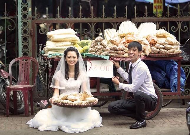 """Cư dân mạng """"phát sốt"""" với bộ ảnh cưới ở chợ của cặp đôi trẻ - anh 2"""