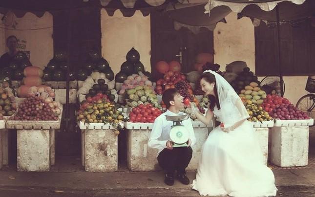 """Cư dân mạng """"phát sốt"""" với bộ ảnh cưới ở chợ của cặp đôi trẻ - anh 5"""