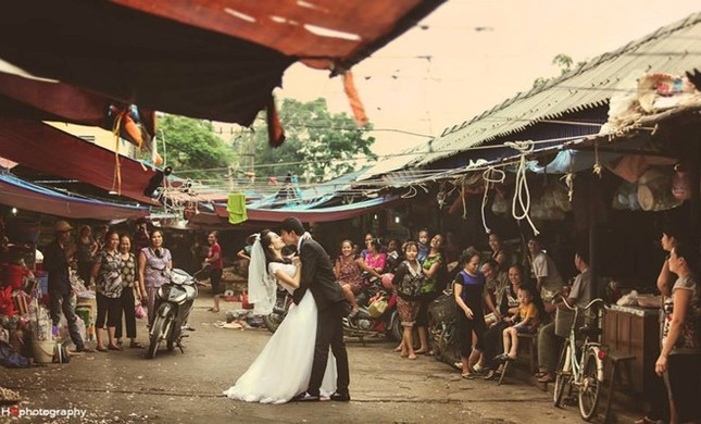 """Cư dân mạng """"phát sốt"""" với bộ ảnh cưới ở chợ của cặp đôi trẻ - anh 8"""